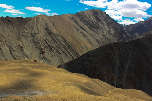 Mountains along the way to Kargil